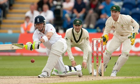 England batting and Australia fielding in the Ashes in Melbourne